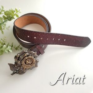 ARIAT cracked effect leather belt, rose buckle
